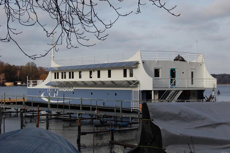 Wedler Photovoltaik Berlin mit Fassadenanlage an einem Schiff, 2012